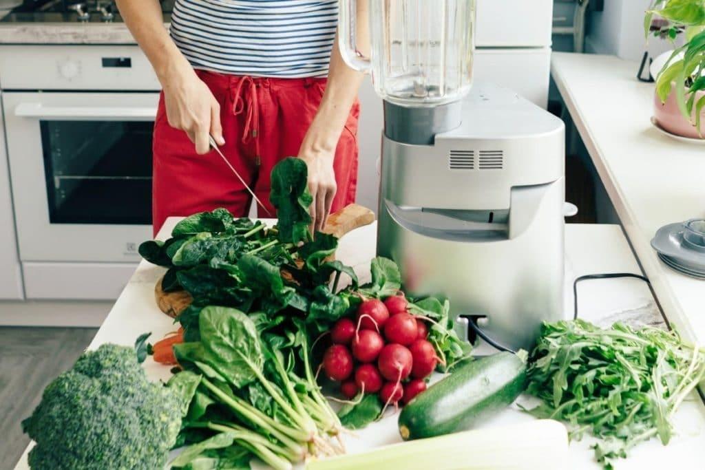 Best Vegetables to Juice: Cutting Veggies