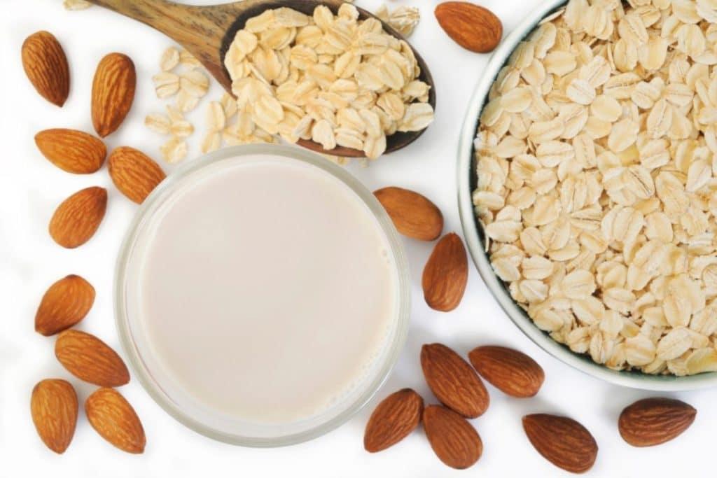 Oat Milk vs Almond Milk